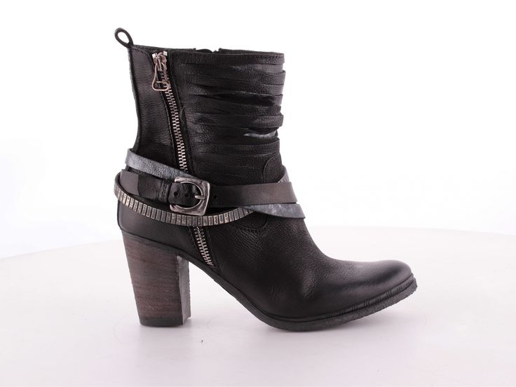 MJUS Shoes | Collection