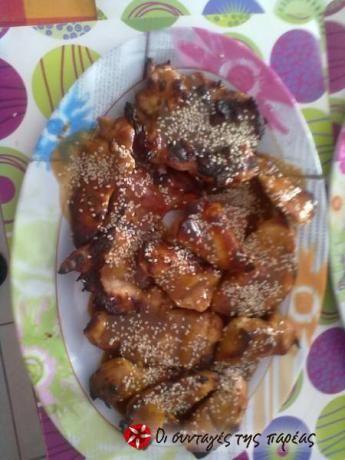 Επειδή λατρεύω την κινέζικη κουζίνα, δοκίμασα αρκετές συνταγές μέχρι να ανακαλύψω την ιδανική για φτερούγες τεριγιάκι και τελικά την ανακάλυψα. Ορίστε λοιπόν, την μοιράζομαι μαζί σας..!