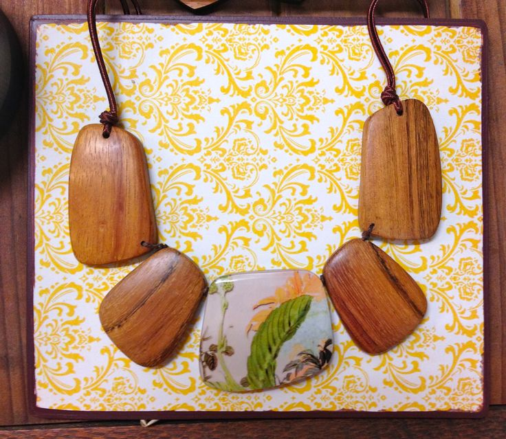 Lovely chunky timber and botanic themed necklace.