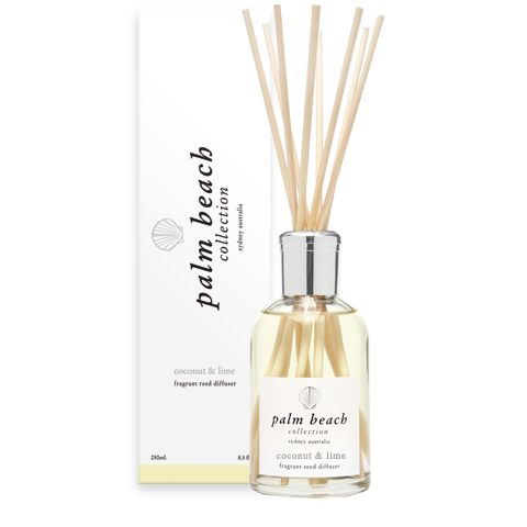 Lemongrass is a  fresh sparkling blended of citronelle leaf, fresh lemon undercut with hints of flowers and spice. The stimulating, refreshing scent of lemongrass is a wonderful addition to any relaxing experience. 5 Month scent life! http://www.whiteapplegifts.com.au/epages/shop.sf/en_AU/?ObjectPath=/Shops/whiteapplegifts/Products/0005/SubProducts/0005-0003