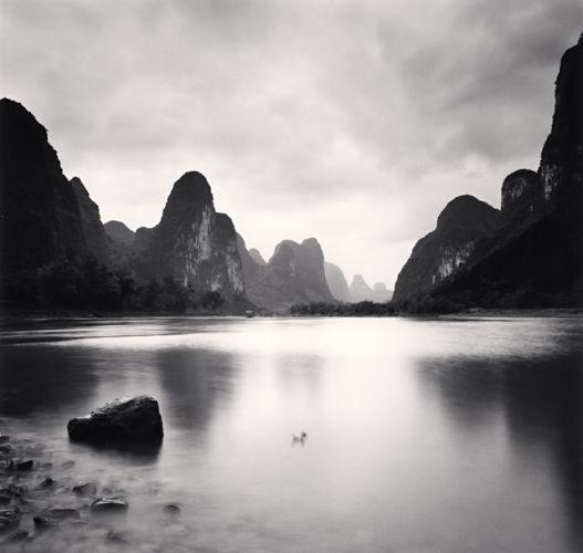 // MICHAEL KENNA - anglais - parcours le monde pour réaliser ces photos de paysages minimalistes en noir et blanc avec des temps de poses pouvant aller jusqu'à 10 heures qui lissent l'eau et le ciel.