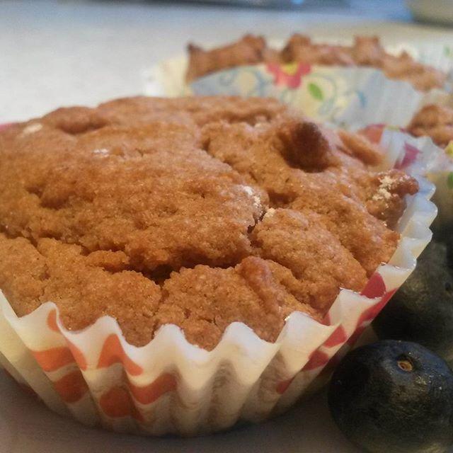 Glutenfria Muffins med blåbär  recept kommer på instagram  #sukrilett #mandelmjöl #mandelmel #bakasockerfritt #bakautansocker #hälsa #måbra #nosugaradded #wellness #nyttigare #alternativ #lchf #lowcarb #mindresocker #mindresukker #godmorgon #blåbär #sellton by mindresocker.se