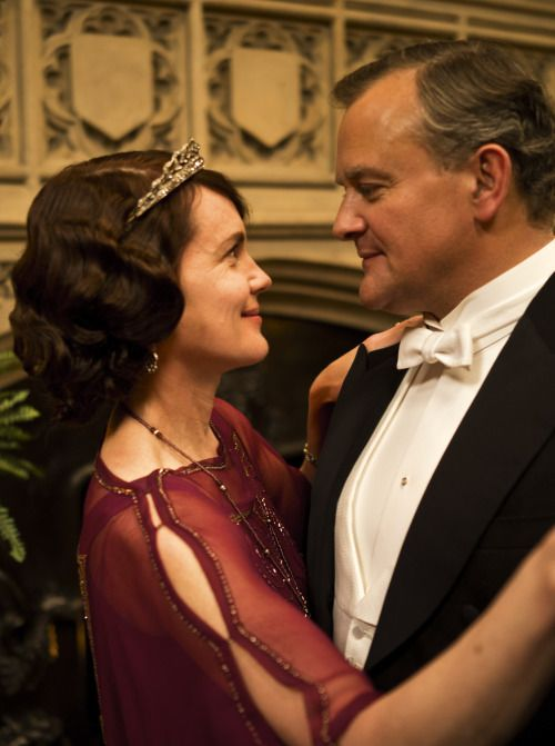 Downton Abbey Series 4 - Elizabeth McGovern as Cora Crawley, Countess of Grantham and Hugh Bonneville as Robert Crawley, Earl of Grantham (2013).