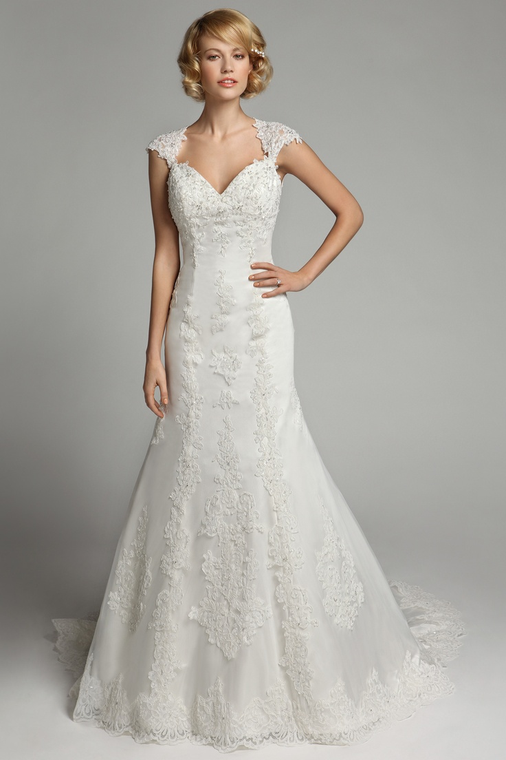46 best Dress of the Day! images on Pinterest | Short wedding gowns ...