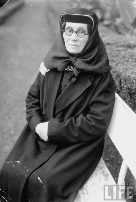 Ekaterina (Stalin's Mother), she was jewish..amazing,she is dressed up like a muslim !