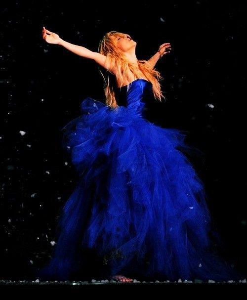 """Shakira """"antes de las seis"""" live"""