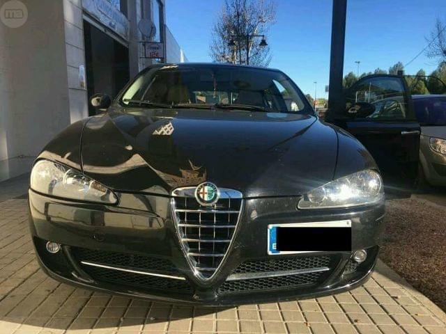 Se vende Alfa Romeo 147 pr�cticamente nuevo del a�o 2007. 1600 gasolina. Con todos los extras. 4 elevalunas el�ctricos, climatizador bizona, asientos deportivos alfa romeo, velocidad de crucero.