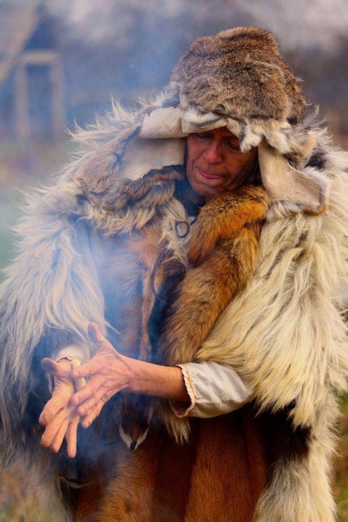 Op jacht naar de mythische verhalen achter hunebedden en grafheuvels