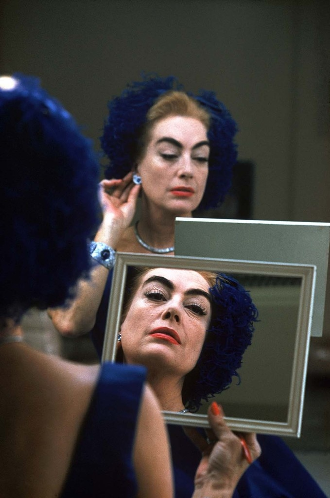 Joan Crawford in her dressing room during filming of 'The Best of Everything', USA, California, Hollywood, 1959 © 2012 Eve Arnold / Magnum Photos / courtesy Schirmer/Mosel