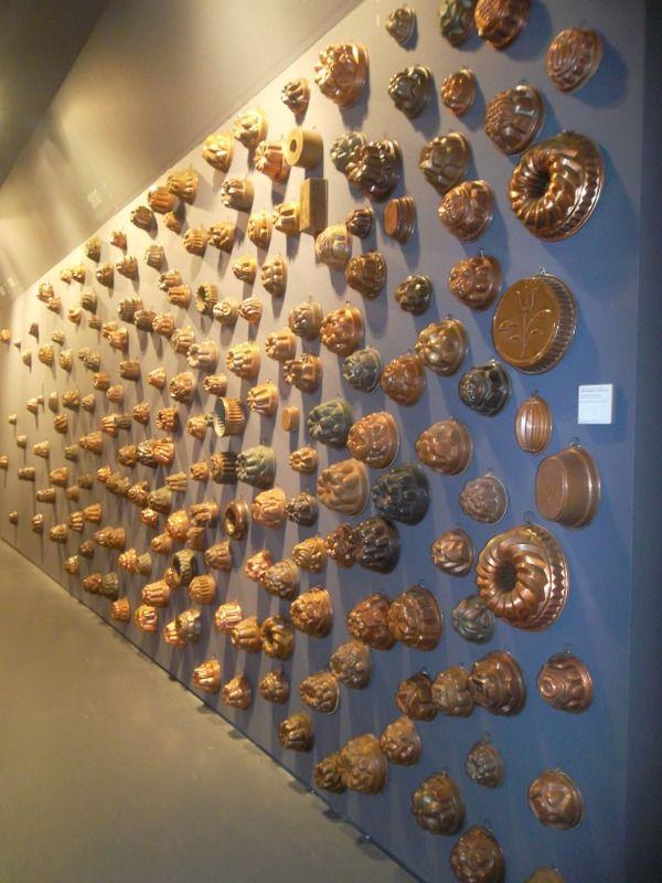 Stampini di rame, per dare forma a dolci e torte, oltre 250 pezzi distribuiti su 4 secoli di cultura alimentare e artigianale (fornito da Associazione Trentino Rame)