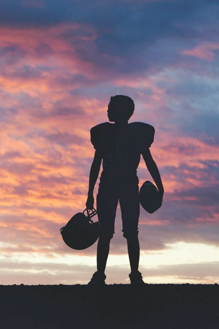 Have a Football Player at home?  Create a silhouette photos to remember forever.  Here are tips for Taking Beautiful Silhouette Photos