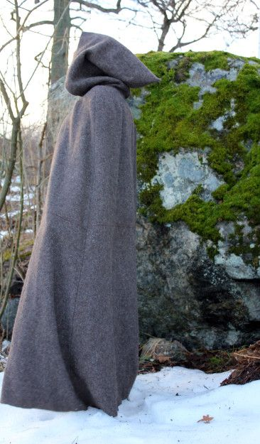 Wool cloak, used at the Medivalweek in Sweden. AffeGlass | My sewing and cosplay blog