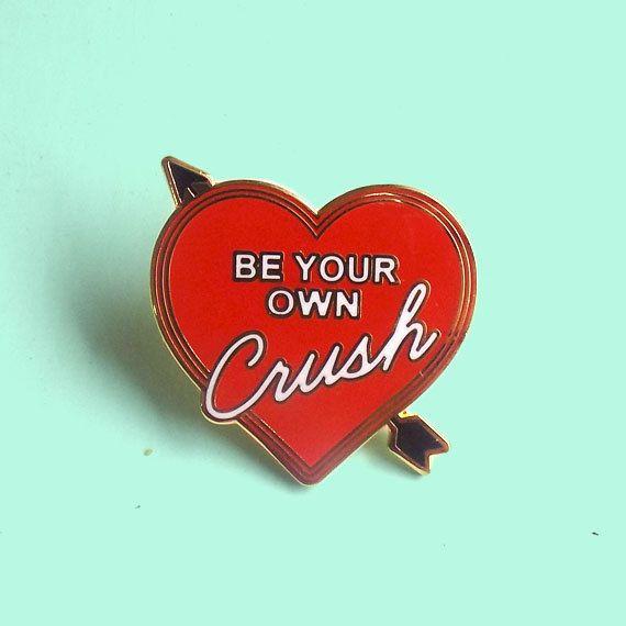 Ser su propio Pin de esmalte Crush / / Yvng Pearl
