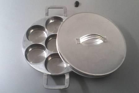 cetakan kue lumpur anti lengket  harga Rp 50.000 grosir Rp nego  untuk informasi lebih lanjut, anda bisa menghubungi kami di : http://www.cetakankue.net/