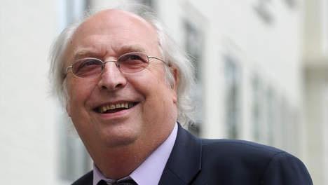 Ad van Liempt: 'De Graaf is slachtoffer van politieke hypercorrectheid' - 4 Uur Nieuwsbreak - VK. Helemaal mee eens. Een uitstekende kamervoorzitter moet sneuvelen voor politieke correctheid die een wolf in schaapskleren beschermt.