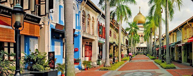Kampong Glam, menjadi kawasan Melayu-Muslim sejak 1800-an. Banyak spot-spot menarik untuk dijadikan objek foto di sini. Dan rugi rasanya kalau tidak menikmati berbagai makanan halal yang ditawarkan. #SGTravelBuddy