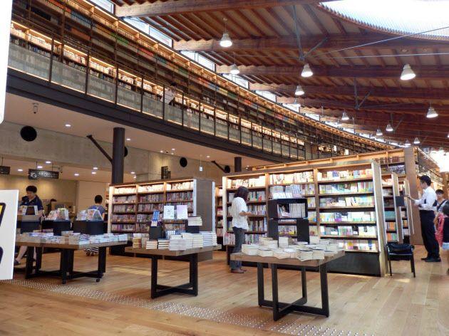 佐賀県武雄市の民営、TSUTAYA併設の武雄市図書館
