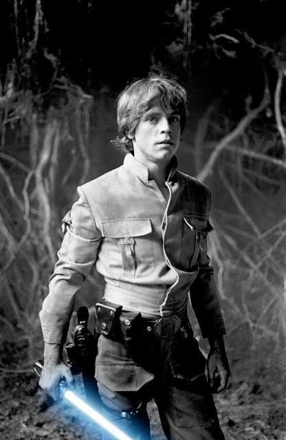"""#StarWars   Luke Skywalker - """"…Un destino especial no es siempre algo alegre o fácil del llevar. Mi padre tuvo un destino especial y mira adonde le llevó"""" www.beewatcher.es"""