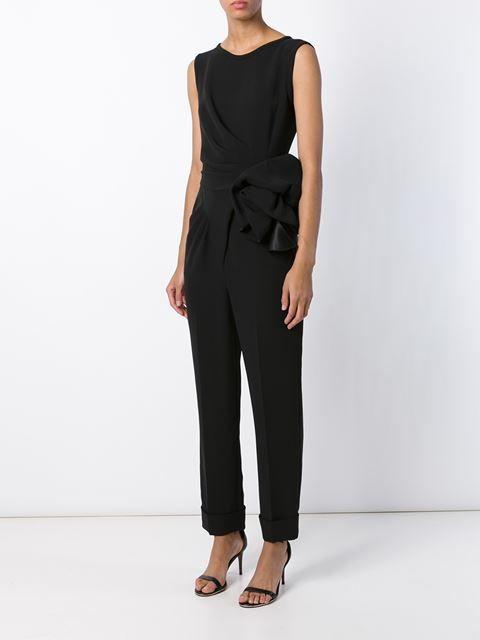 Siyah ipek çiçek detayı ile göz alan kıyafet ile işte ayrı bir hava estirin. #maximumkart #moda #fashion #ofismodası #kıyafet #officefashion #kıyafetkombin
