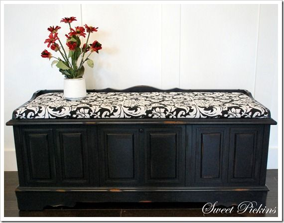 Love the seat cushion.  Could add to my bench or to redone hope chest