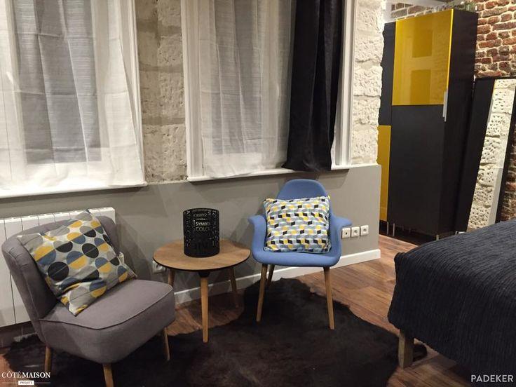 Un appart hotêl dans le vieux Lille Ce petit studio d'une vingtaine de mètre carré a été emmenagé comme une petite suite d'hôtel avec une chambre, un espace salon et un espace cuisine, et une petite salle d'eau fonctionnel.   Le projet : donner du cachet au volume qui n'en avait pas. L'idée à été de donner un esprit industriel et vintage en faisant ressortir les murs en brique qui était platrés et de faire un déclinaison de couleurs avec le gris, le taupe et le jaune.