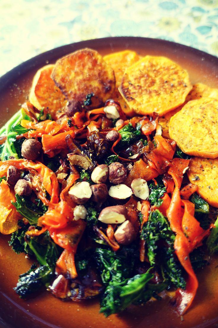 Sałatka z karmelizowaną marchewką, jarmużem i batatami