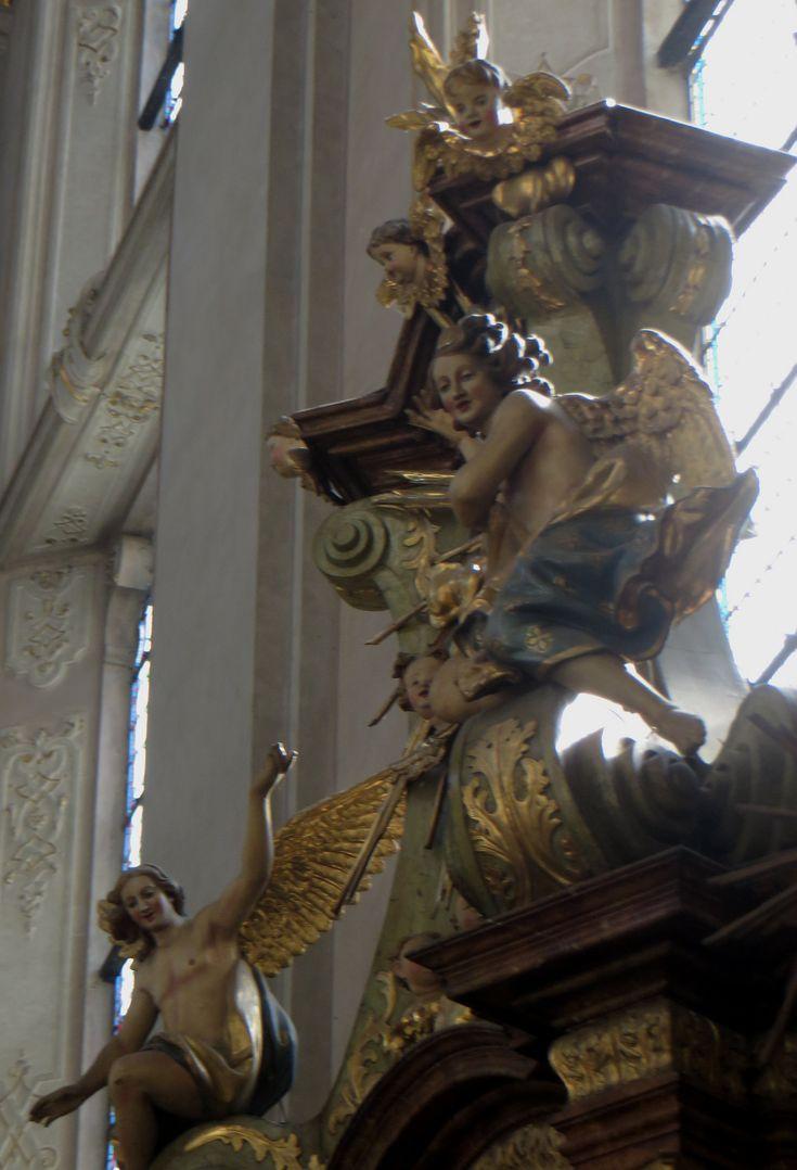 Eglise Saint Gilles (XIVe-XVIIIe), Husova, Stare Mesto, Prague, République tchèque. | Église gothique massive et sobre datant du XIVe siècle. Au XVIIIe siècle, les Dominicains, expulsés du Clementinum, s'y installent et baroquisent totalement le décor sur le thème du triomphe de St Dominique.