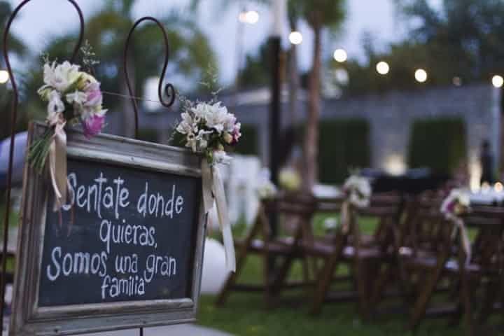 Si estás organizando un casamiento al aire libre, aprovechá los espacios para incluir una linda decoración.