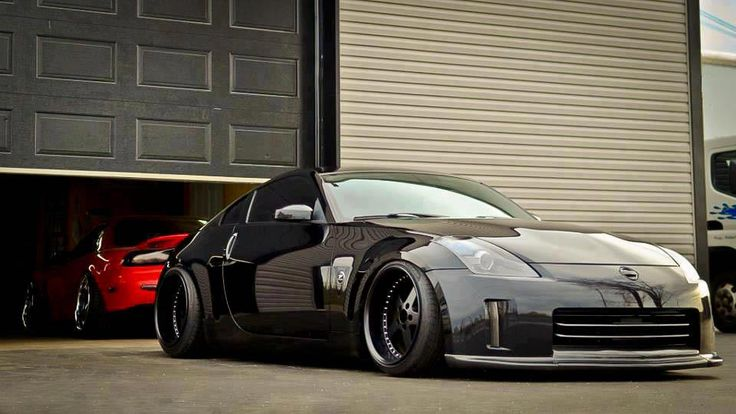 This 350Z looks completely gangsta!