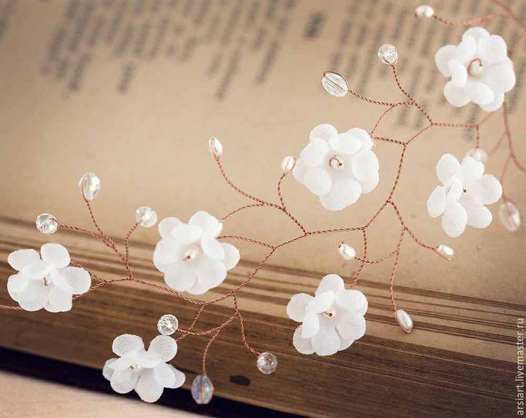 Купить Свадебный венец рустик, Цветочный венец, Корона с белыми цветами - белый, жемчужный веночек