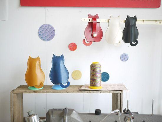 【猫グッズ・本ヌメ革レザー】猫のうしろすがたをしたキーケース クアトロガッツ