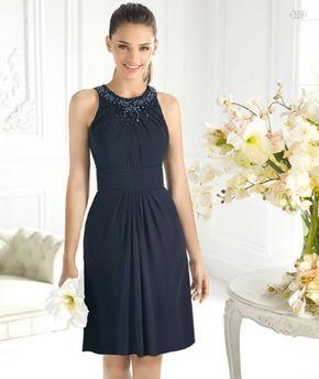 Vestido corto en color azul marino para damas de boda