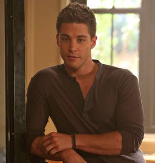 "Glee's Dean Geyer: Meeting Lea Michele While Shirtless Was ""Nerve-Racking"""