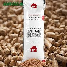Wood pellets are uniform pellets produced of dry untreated wood. This ensure a stable flame and reduces ashes while recieving the higheste power output. The wood is pressed through a high presure process and the heat that is created binds the pellets to a uniform mass. It is produced in a 100% natural process and the resulting energy is 100% CO2 neutral.  www.agro365.dk  #Piller #Trae