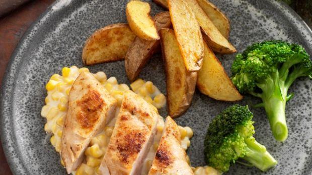 Kylling med cremet majs   Ude og Hjemme