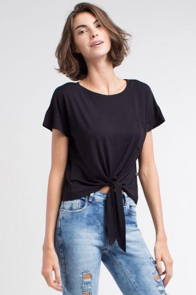 56edfa3ab Miroa Camiseta com Amarracao Preta - Camiseta modelo cropped confeccionado  em malha viscose e com amarracao e bolso frontal. Super …