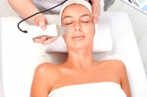 Chemical Peels vs Microdermabrasion: David and Lisa differentiate between the two treatments; weigh the pros, cons, cost and effectiveness.