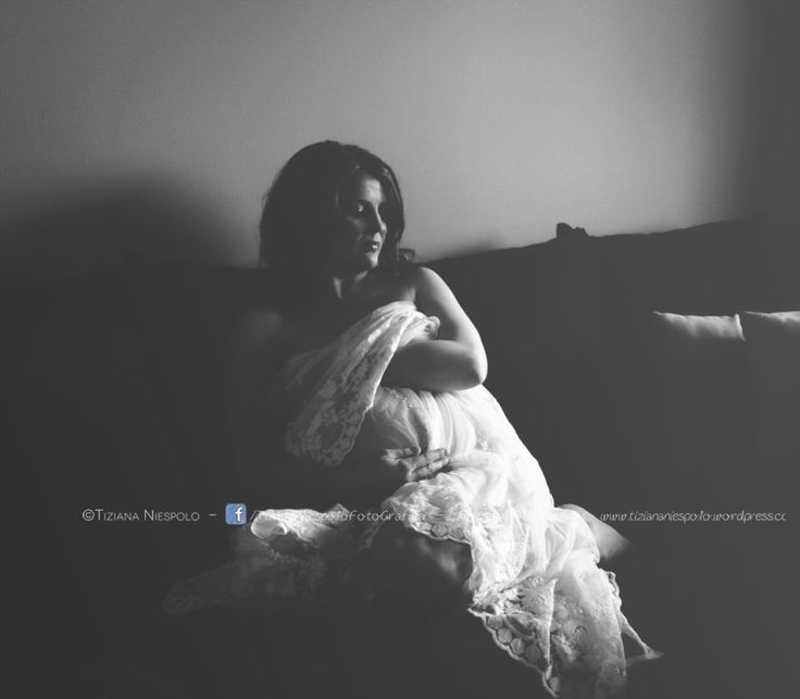 Tiziana Niespolo è una fotografa professionista, specializzata in ritratti di neonato e gravidanza, e bambini. Contatti – mail:  info@tiziananiespolo.com– cell. 393 9892161