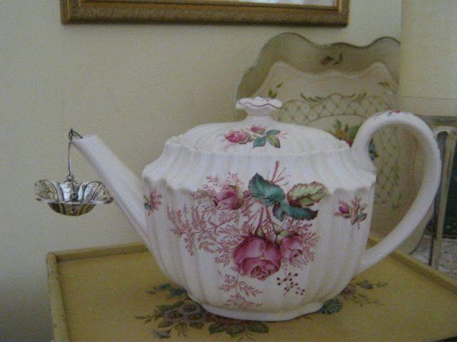 A pretty teapot with a spout strainer: Houses Gardens, Teas Time, Pretty Teapots, Beautiful Teapots, Teas Pots, Teapots Collection, Pink Teas, Teas Coff Chocolates Pots, Aiken Houses