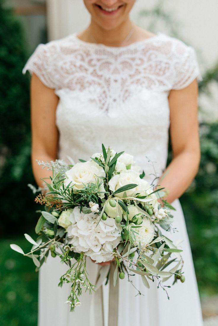 Bruidsboeket in groen en witgroen voor mediterrane bruiloft # bruidsboeket …  – Brautstrauss und Hochzeit Blumendeko – Bridal Bouquets