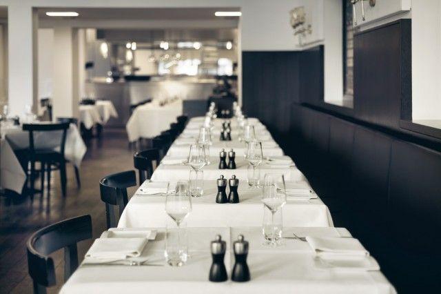 Mooi restaurant waar je erg lekker kunt eten, op loopafstand van het CS in Maastricht, Zit bij hotel Beamont, ook een aanrader trouwens, en is leuk voor met zn 2-tjes maar zeker ook met een groep. Wij hebben een keer de verjaardag van Dirk daar gevierd en was helemaal prima :)