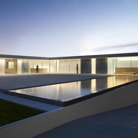 New minimal #architecture & great use of #light - Casa del Atrio by Fran Silvestre Arquitectos