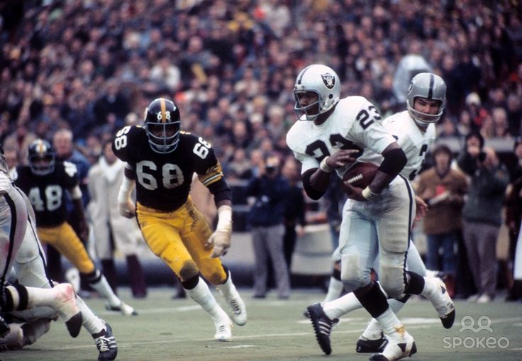 1972 oakland raiders | Oakland Raiders quarterback Daryle Lamonica (3) hands off to Charlie ...