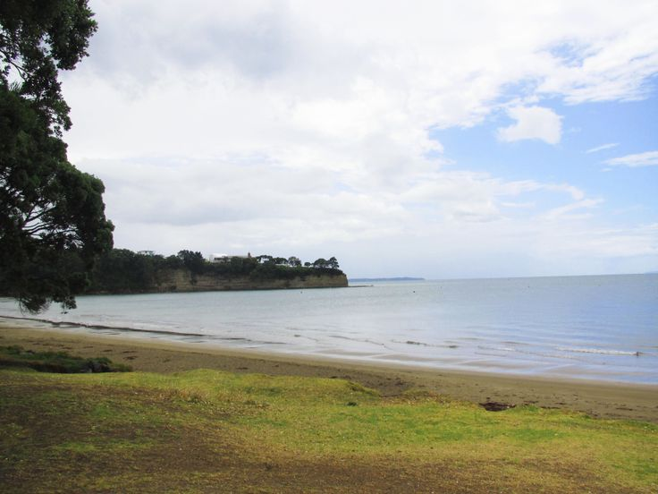 The very beautiful Browns Bay beach. Looks a little cloudy from the on and off Auckland weather :p New Zealand