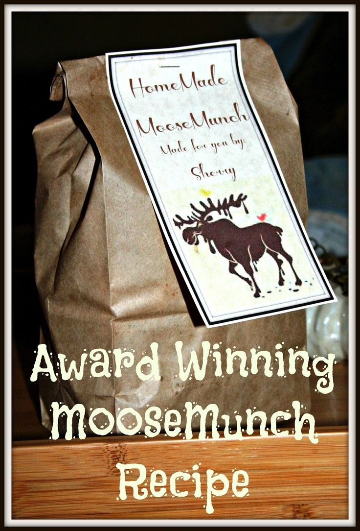 Award Winning Moose Munch Recipe Perfect for Gifting -  Includes a Printable Tag.