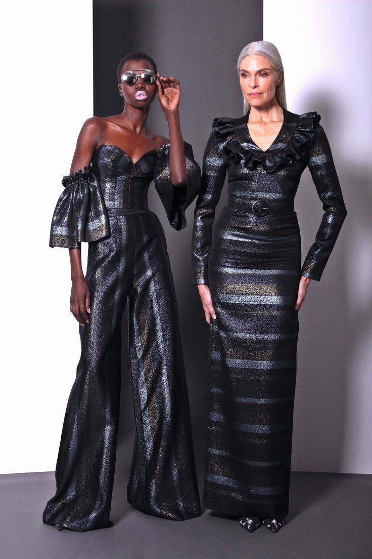 See the complete Christian Siriano Pre-Fall 2017 collection.