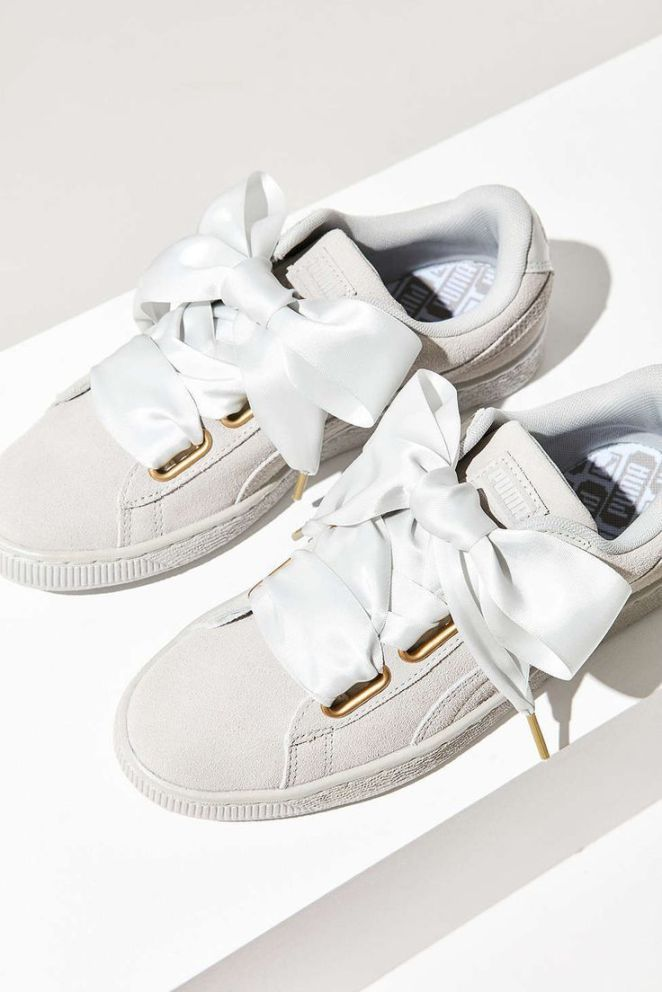 Tendance Sneakers : Puma Suede Heart Satin Sneaker  Urban Outfitters