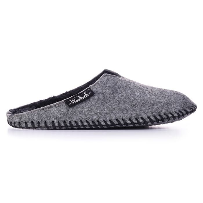 Story Classic slipper silhouettes made from legendary Woolrich wool Woolrich's wool has been keeping America warm since before the Civil War, and now you can wear the same wool that's been keeping soldiers, hunters and adventurers warm since the 1830s on your dogs to keep 'em nice and toasty all winter long. You'll love the sleek design of Woolrich's Felt Mill Scuff for its lightweight protection against chilly floors. The low profile felted fleece upper won't get in your wa...