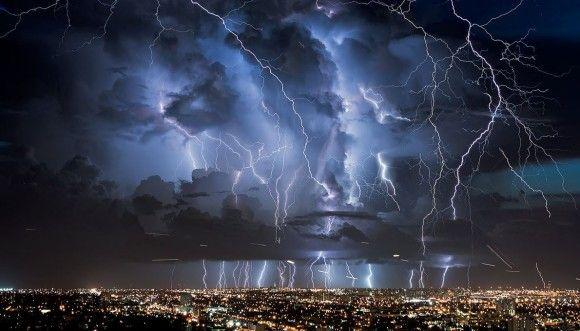 まるでそこだけ呪われたかのように雷が鳴り続ける場所。ベネズエラ「カタトゥンボの雷」