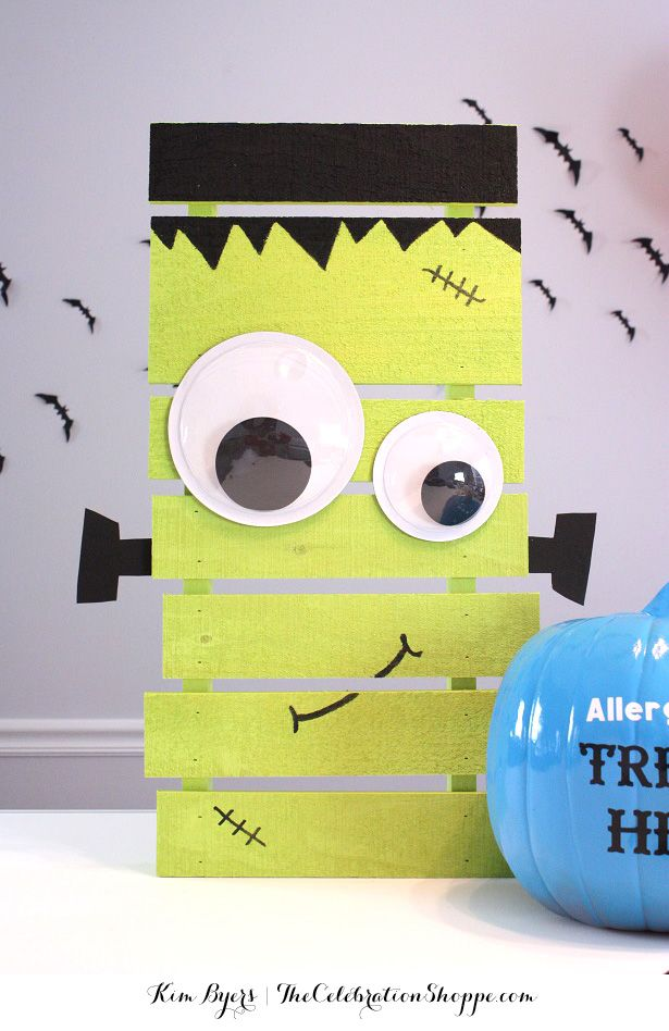 DIY Pallet Frankenstein Decoration Tutorial - perfect for your Halloween Entry or Front Porch Decor! | Kim Byers